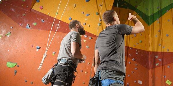 Lezení na horolezecké stěně i kurzy pro rodinu