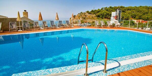 7 nocí v Černé Hoře: hotel u pláže a snídaně