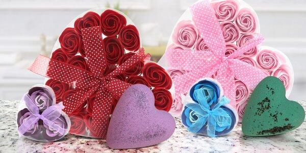 Sady mýdlových květů nebo šumivá srdíčka do vany