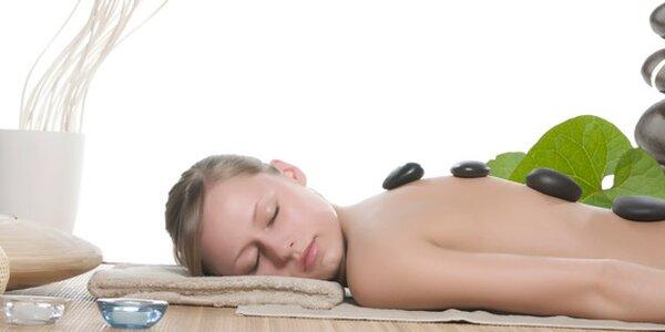 249 Kč za 50minutovou masáž zad a šíje lávovými kameny.