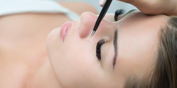Hypnotizující pohled: metoda řasa na řasu