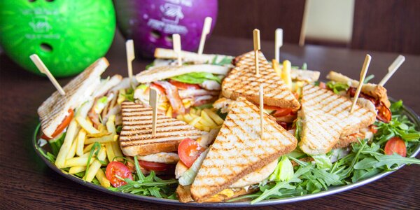 Bowling, 10× club sandwich a hranolky až pro 6