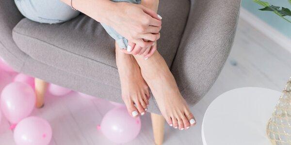Manikúra s lakováním či mokrá pedikúra