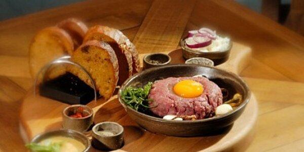 200 g tatarský biftek, topinky plus zdarma 2x2 cl karibského rumu