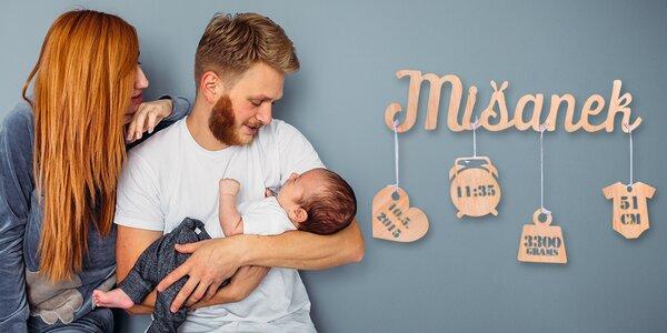 Dřevěné jméno s porodními údaji novorozence