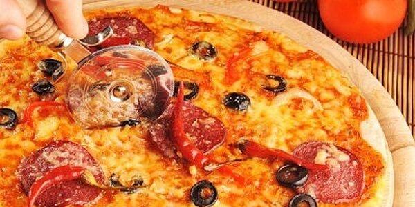 Za 90 Kč si vychutnejte pizzu dle Vašeho výběru o velikost Ø 33 cm a nápoj
