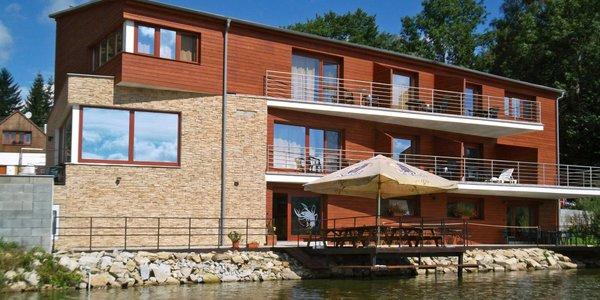 Pobyt v České Kanadě pro 2: jídlo, bazén i loďka