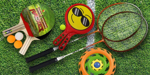 Letní hry na ven: badminton, frisbee i ping pong