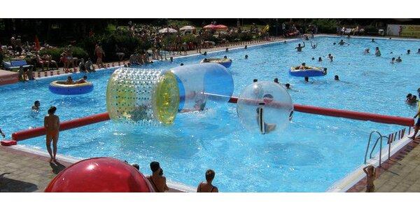 100 vstupů a 10 využití Aquazorbingu v letním koupališti se slevou 94%!