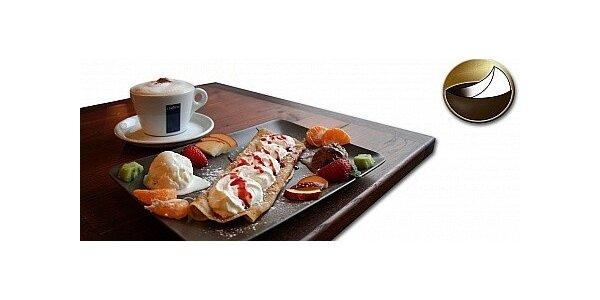 Kvalitní káva nebo čaj s domácí palačinkou v kavárně Paříž