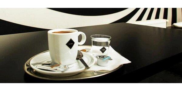 Dvě kávy Laté Macchiato s libovolnou příchutí a dva dorty dle Vašeho výběru.…