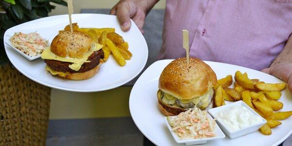 Hovězí nebo veganský burger s hranolky a salátem