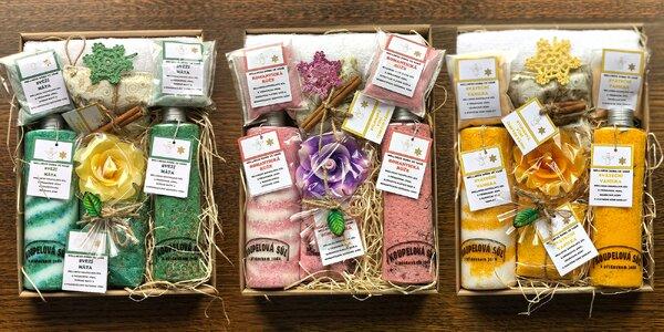Vánoční balíčky s koupelovou solí a svíčkou