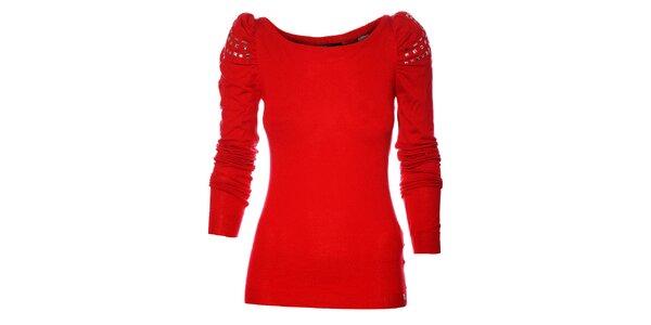 Červený svetr Miss Sixty s kovovými aplikacemi na ramenou