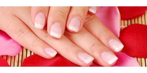 Krásná P-shine manikúra a hřejivá masáž rukou