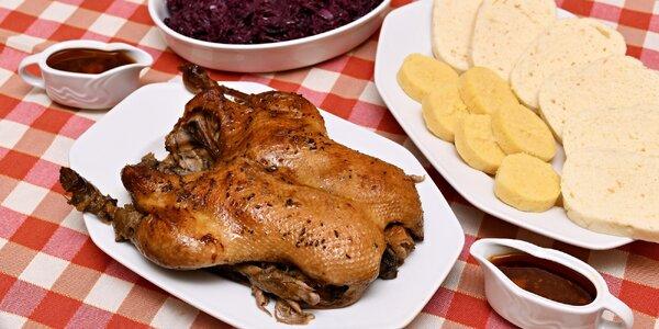 Pečená kachna, grilované koleno či kilo řízků