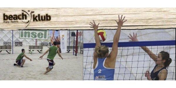 Hodina beach volejbalu ve vyhřívané hale na Pankráci