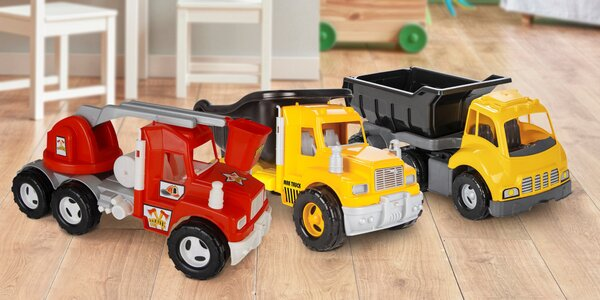Plastové náklaďáky, traktory i hasičský vůz