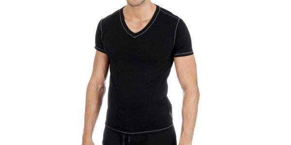 Černé tričko s véčkem a bílým prošíváním Polo Ralph Lauren