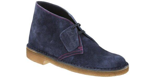 Dámské tmavě modré semišové kotníčkové boty Clarks s růžovým švem