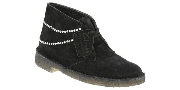 Dámské černé semišové kotníčkové boty Clarks s korálky