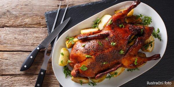Svatomartinské hody: pečená husa se zelím i víno