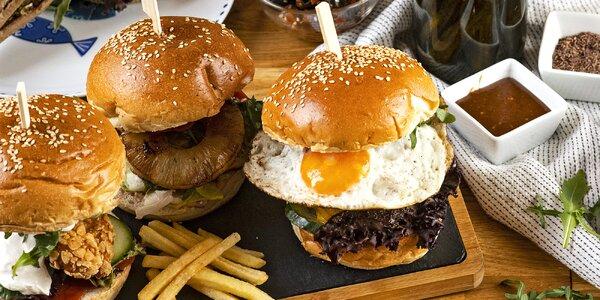 Burger a pití v restauraci s neotřelým designem