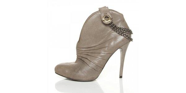 Dámské béžové boty Guess s řasením a řetízky