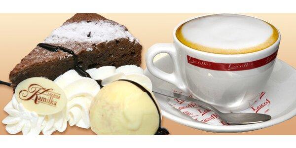 Horký nápoj a domácí dezert ve vyhlášené cukrárně Kamilka