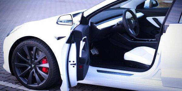 Tesla Model 3 Performance: spolujízda i řízení