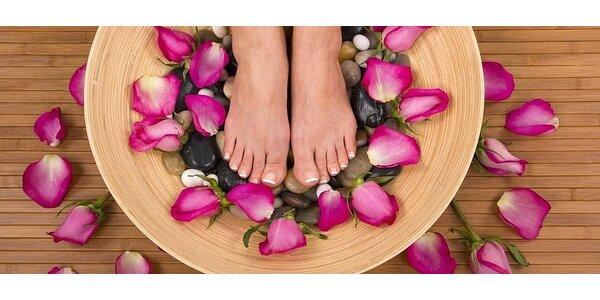 Relaxační pedikúra s lakováním a masáží