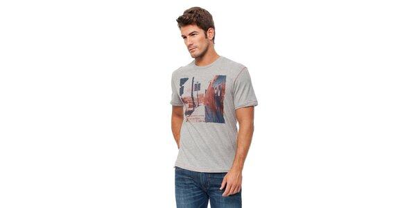 Pánské světle šedé melírované tričko s barevným potiskem