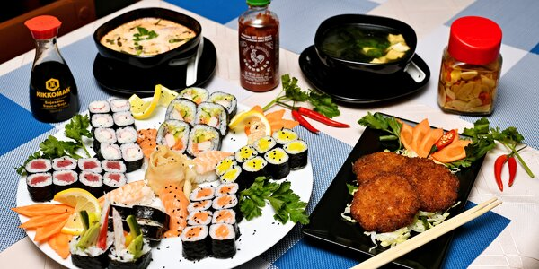 Sushi sety i s polévkami a krevetovými placičkami