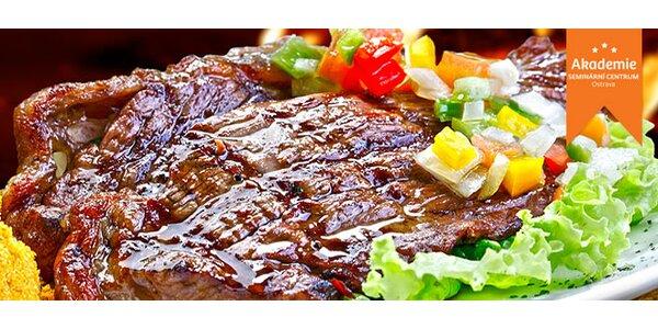 2 grilované steaky s hřibovou omáčkou