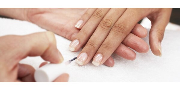 Kompletní manikúra a masáž rukou parafínem