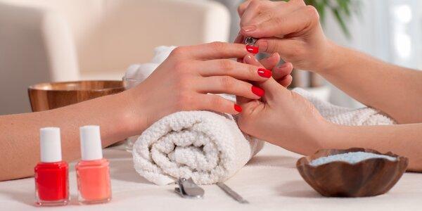 Manikúra a zpevnění nebo prodloužení nehtů gelem