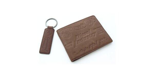 Hnědá peněženka Diesel s přívěskem na klíče