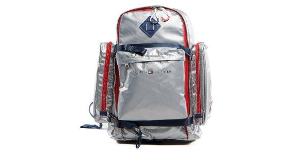 Stříbrný cestovní batoh s červenými lemy a přezkami Tommy Hilfiger