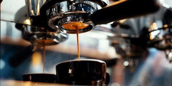 Balíčky čerstvě pražené fairtrade kávy