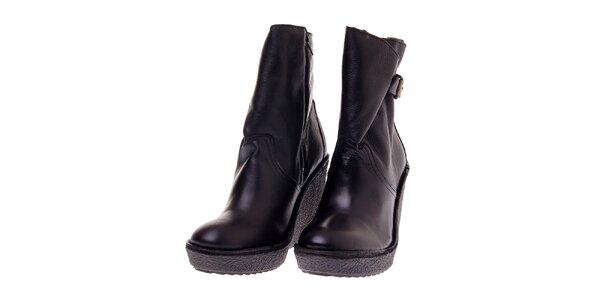 Dámské černé kožené boty Buffalo na vysokém klínu