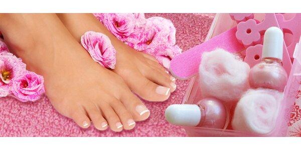 Pedikúra a masáž pro nohy unavené ze zimních bot