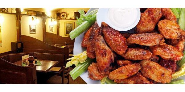 DVĚ kila marinovaných kuřecích křídel, pečivo, salsa!