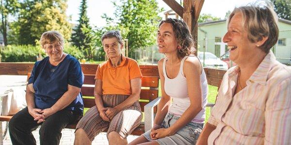 Přispějte na moderní dotykový stůl pro seniory