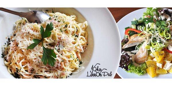 Jídlo pro dva v restauraci John Lennon Pub