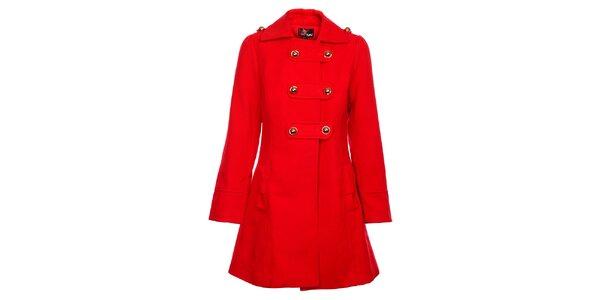 Dámský červený kabát Yumi se zlatými knoflíky