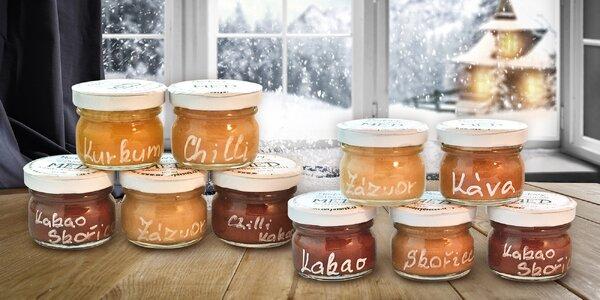 Sady ochucených medů: chilli, kakao i skořice