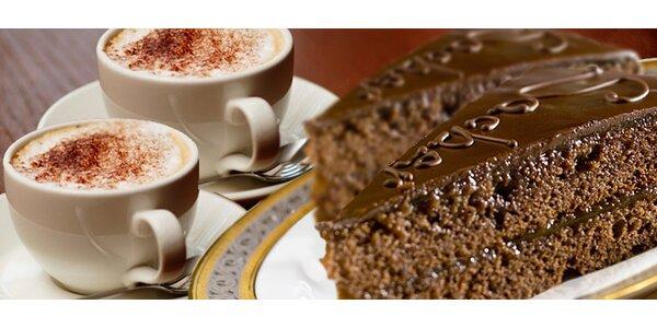 Dva domácí sacher dorty a dvě kávy dle vlastního výběru
