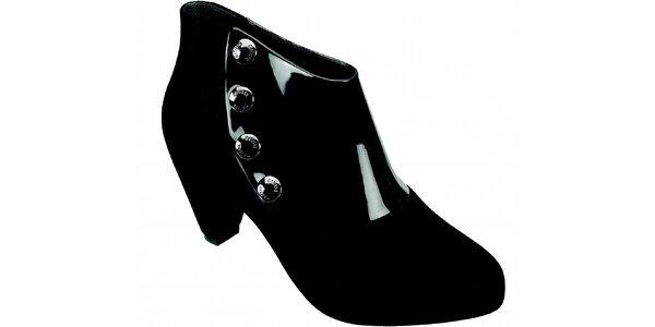 Dámské černé kotníčkové boty Melissa s kovovými cvoky
