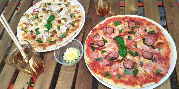 Dvě pizzy podle výběru a limonáda, pivo či víno