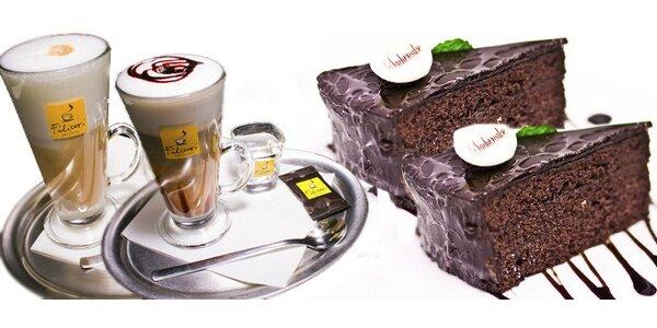 Dvě kávy a dva domácí dezerty ve Foodbar & Lounge Café